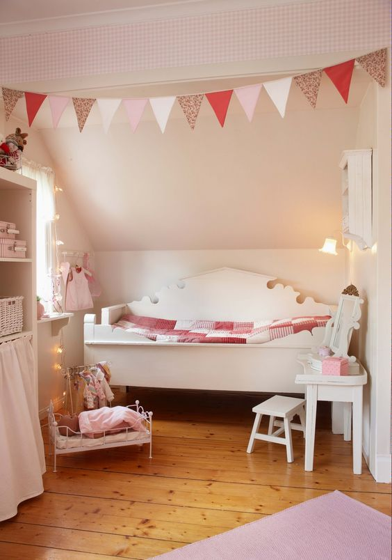 Great idea for a small little girl's bedroom! Lots more ideas on this page #littlegirlsroom #bedroom #bedroomideas #bedroomdecor #diyhomedecor #homedecorideas #diyroomdecor #littlegirl #toddlergirlbedroomideas #toddler #diybedroomideas #pinkbedroomideas