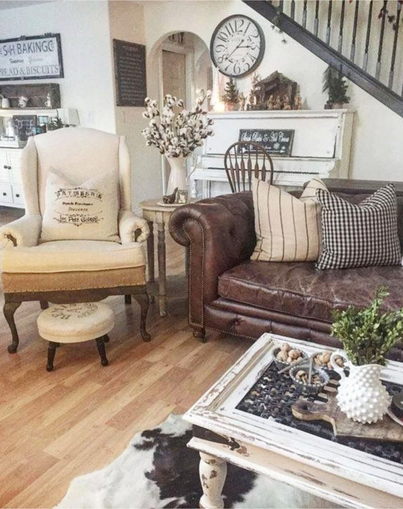 French country farmhouse living room Farmhouse living room ideas - #livingroomideas #farmhouselivingroomideas #farmhousedecor #livingroomdecor #diyhomedecor #homedecorideas #diyroomdecor #farmhousestyle #rustichomedecor