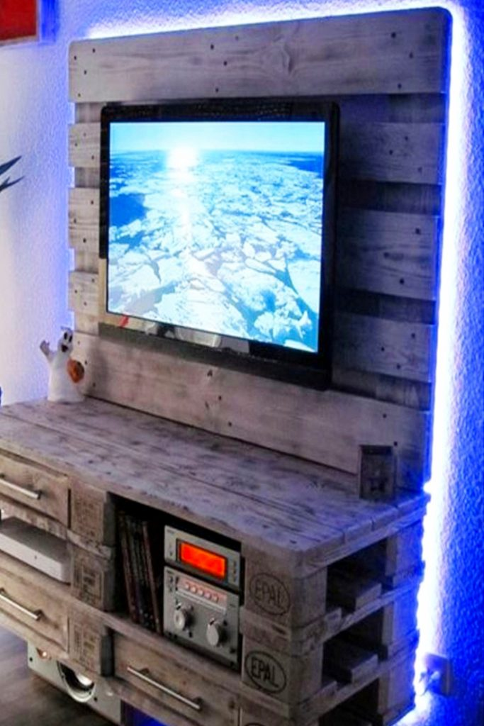 Amazing DIY pallet Projects! The Pallet TV stand is so cool! I just love pallet furniture!
