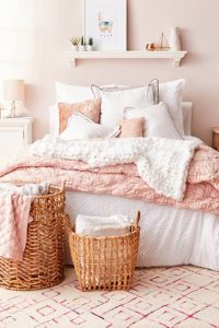 Dusty blush pink and white bedroom decor ideas - they're all GORGEOUS! #blushpinkbedroom #rosegoldbedroom #rosebedroom #bedroomideas #bedroomdecor #blushpink #diyroomdecor #houseideas #blushbedroom #dustypinkbedroom #littlegirlsroom #homedecorideas #pinkandgold #girlbedroom #dreambedrooms