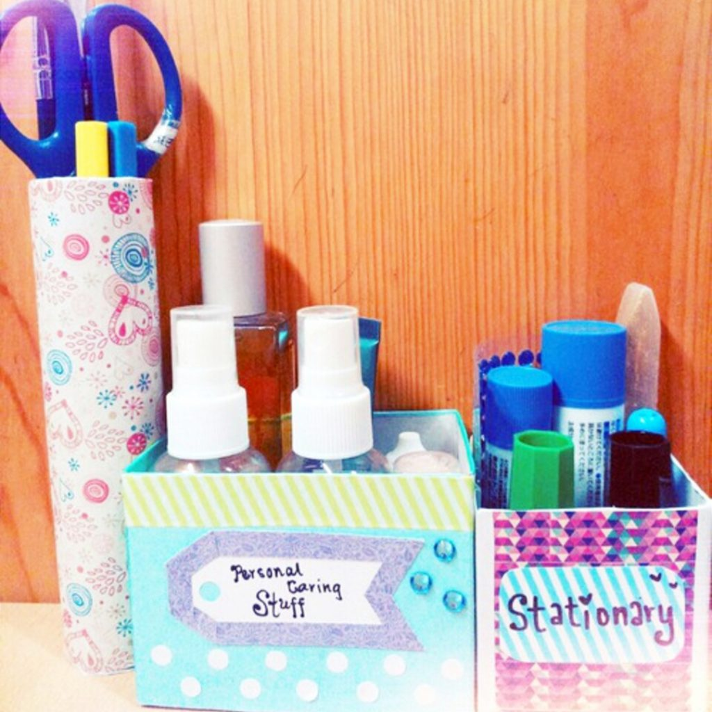 Cute college dorm room ideas! I love this simple and cheap DIY idea for organizing my stuff in my dorm room! #dormroomideas #gettingorganized