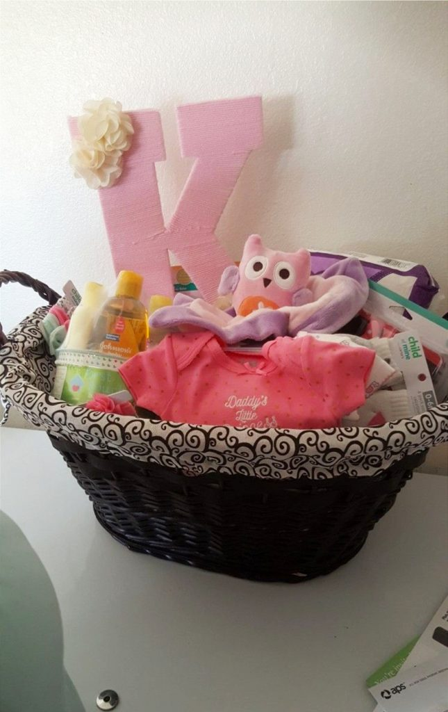 DIY Baby Shower Gift Ideas for those on a budget - DIY baby gifts, baby shower gifts, cheap baby shower gifts, DIY baby shower gift for girls and for boys (gender neutral and unisex too).  Unique and Easy Homemade and CHEAP DIY baby shower gift ideas.