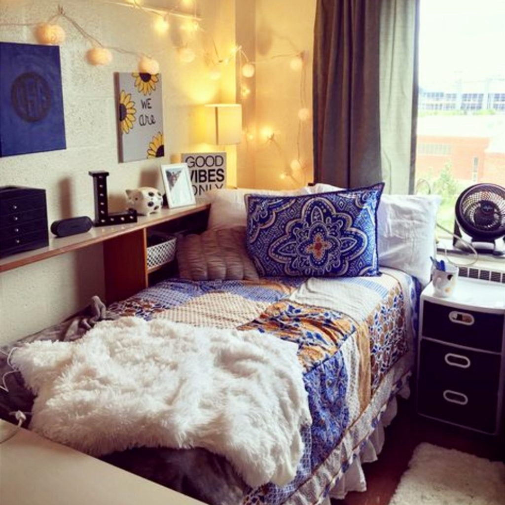 dorm room ideas to personalize your college dorm room #dormroomideas #gettingorganized #goals