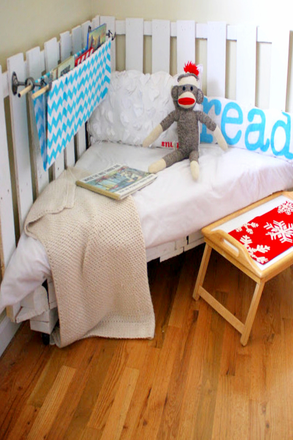 Pallet Projects - Quick and easy pallet projects to try - pallet toddler corner bed
