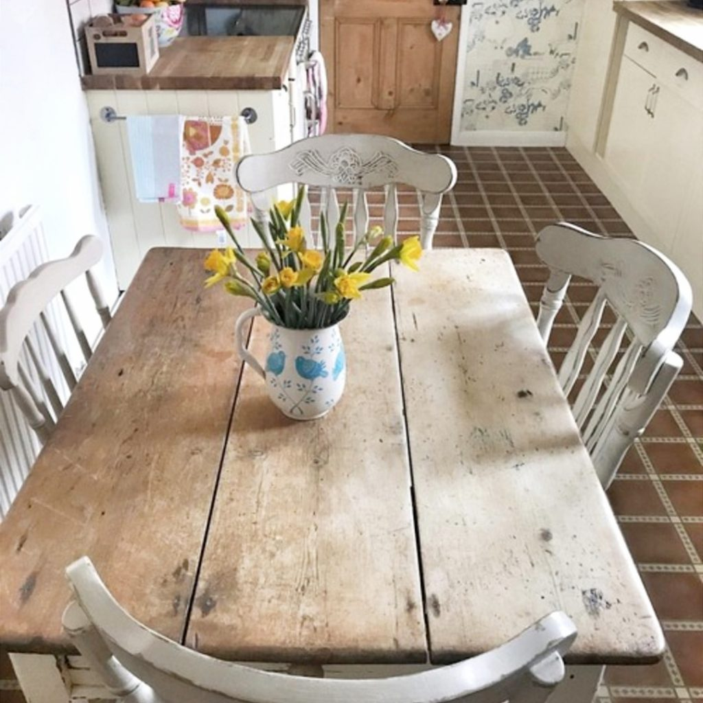 Cheap Kitchen Decor: Farmhouse Kitchen Ideas For A Country Kitchen Remodel On A