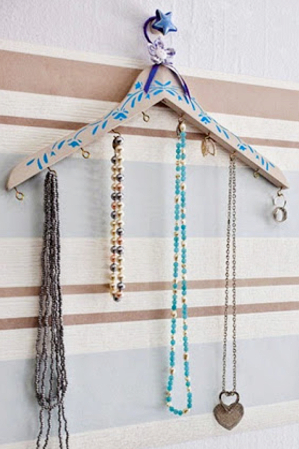 Hanging Jewelry Organizers - Easy DIY hanging jewelry organizer ideas for organizing jewelry