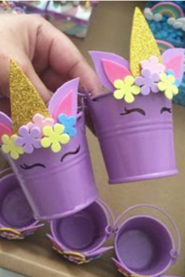 Cute Unicorn Buckets! Cute and Easy Unicorn crafts for kids of for unicorn birthday parties
