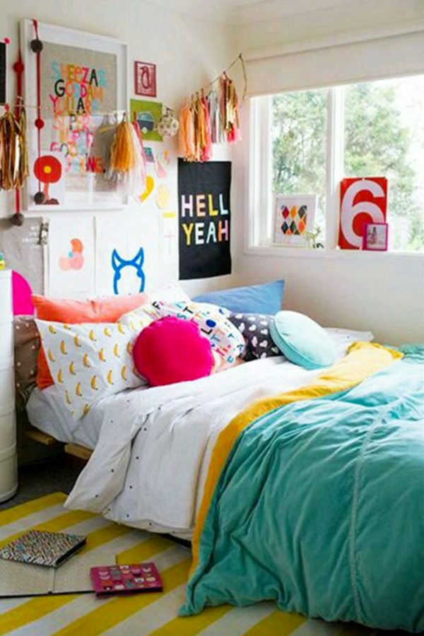Mix and match bright colored decor for a bright and cheerful room - how to decorate your room without buying anything