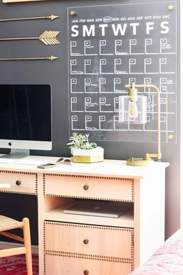 Use chalkboard paint to create a calendar on your wall - how to decorate your room without buying anything