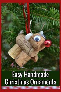 Easy Chritmas Tree Ornaments to make to decorate or for handmade gifts - Use old wine corks to make an easy DIY Rudolph tree ornaments!