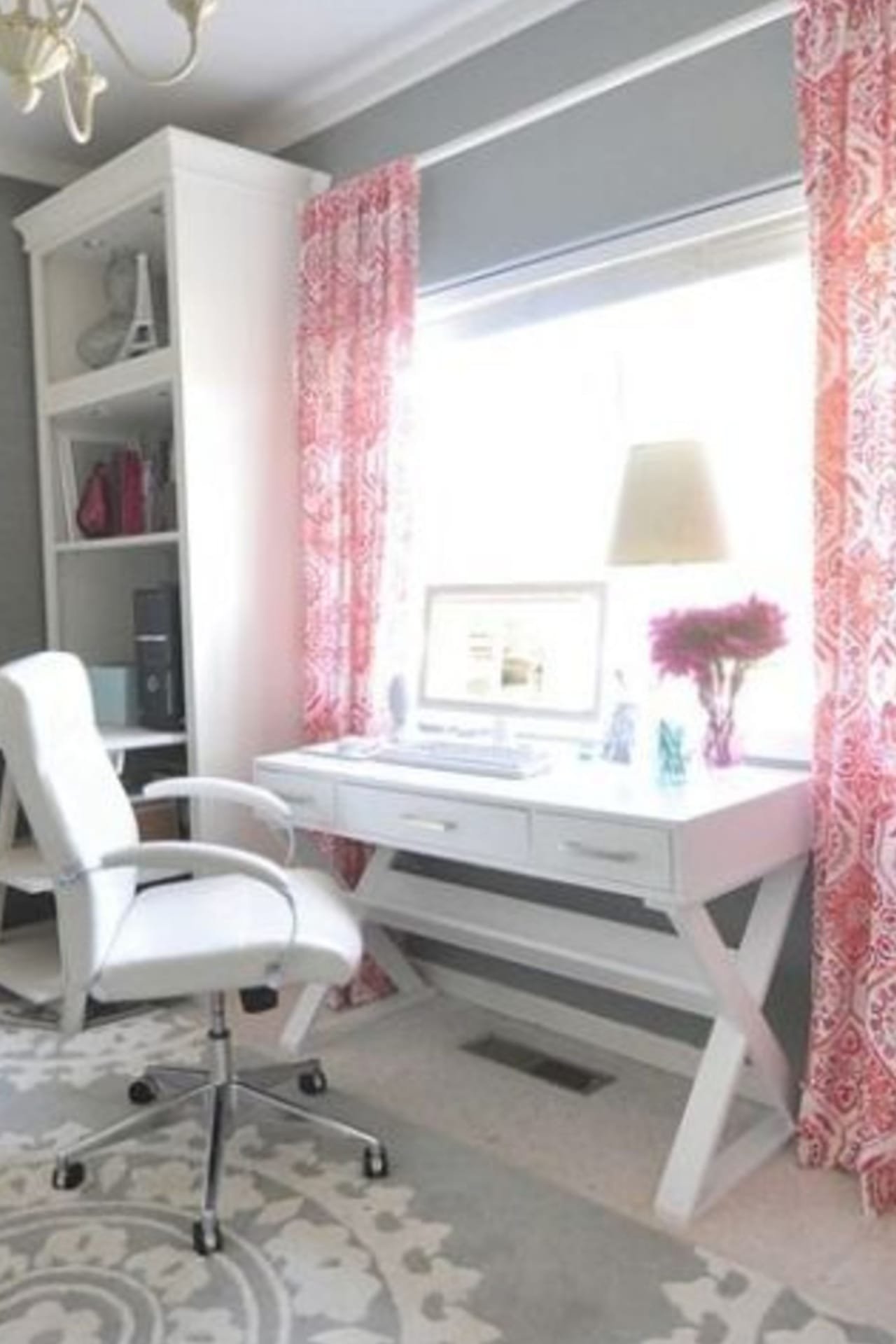 Pretty Home Office Ideas For Women - Glam Chic Home Office ...